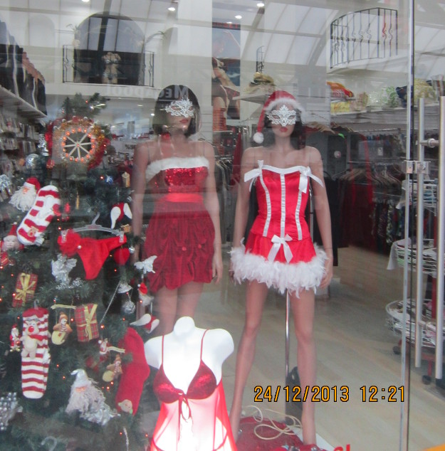 More Christmas fashion